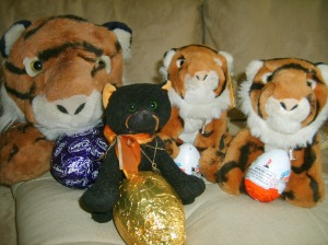 Arthur Marmalade & the two Lulus admire their Easter Eggs